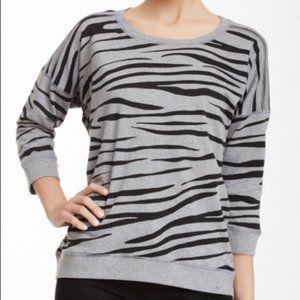 VINCE CAMUTO | Zebra Sweatshirt XL